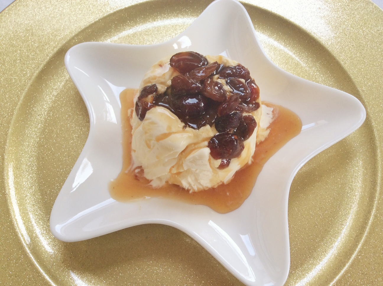Recipe easy christmas pudding ice cream hodgepodgedays for Easy xmas pudding