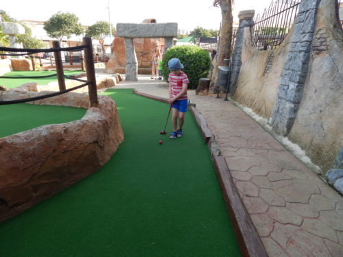 Family Fitness: 5 reasons why your kids should get into golf
